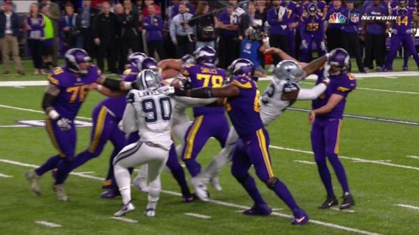 Cedric Thornton hits Sam Bradford in the face on the Vikings' two point conversion attempt (pic via NBC)